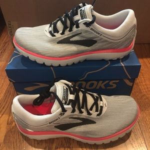 Brooks women's Pureflow 7 Runners Size 8.5 new